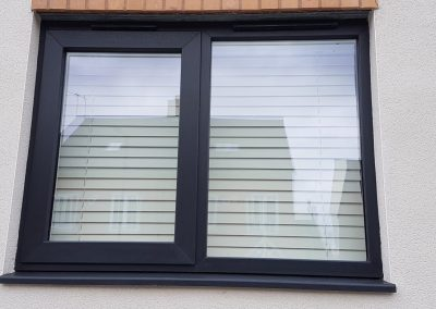 Slim sash modus RAL colour 7016 with trickle vent