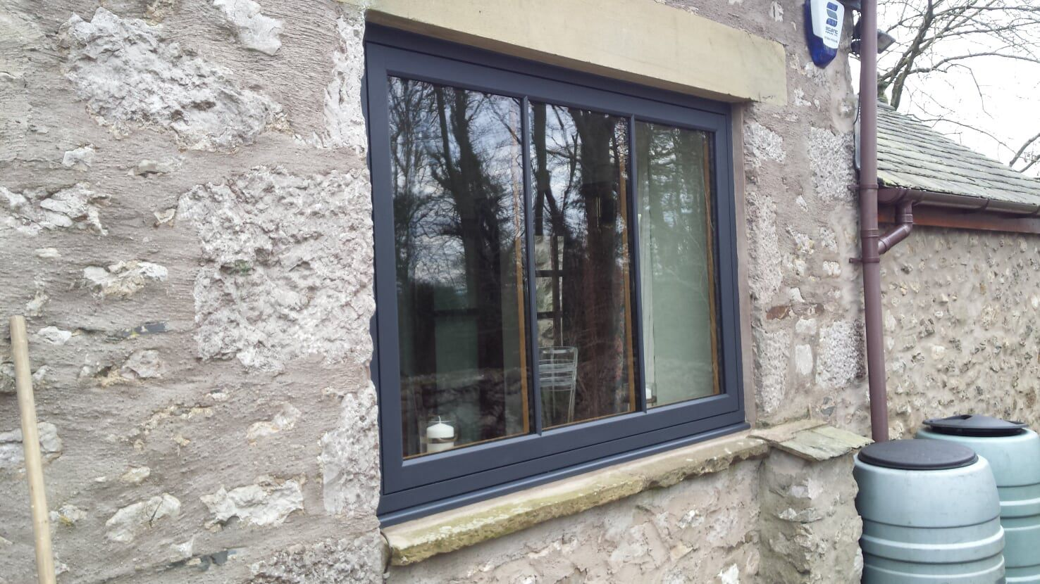 Residence 9 flush sash window