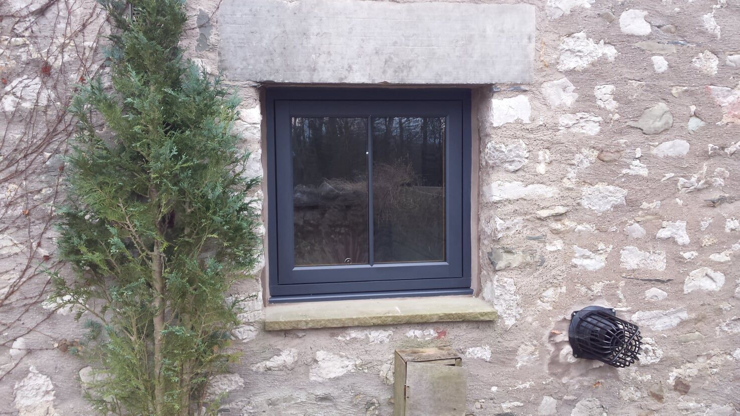 Residence 9 flush sash window with astracal bar