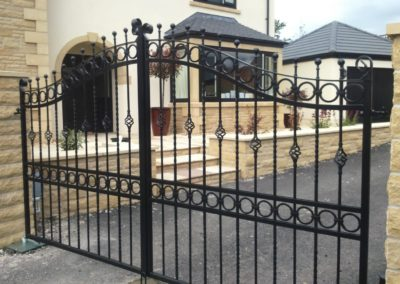 Galvanised and powdercoated steel electric gates