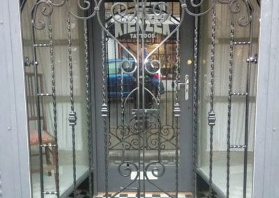 Galvanised and powdercoated steel gate
