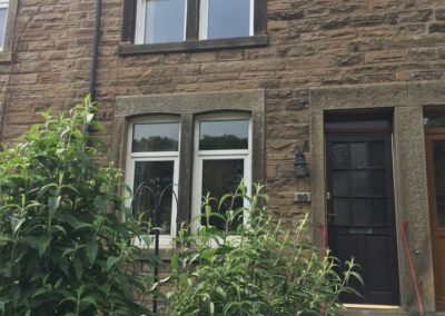 white sliding sash during